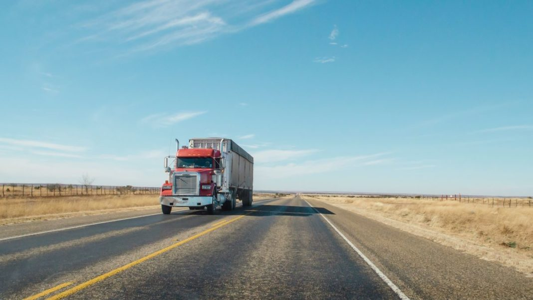 commercial truck insurance - featured image