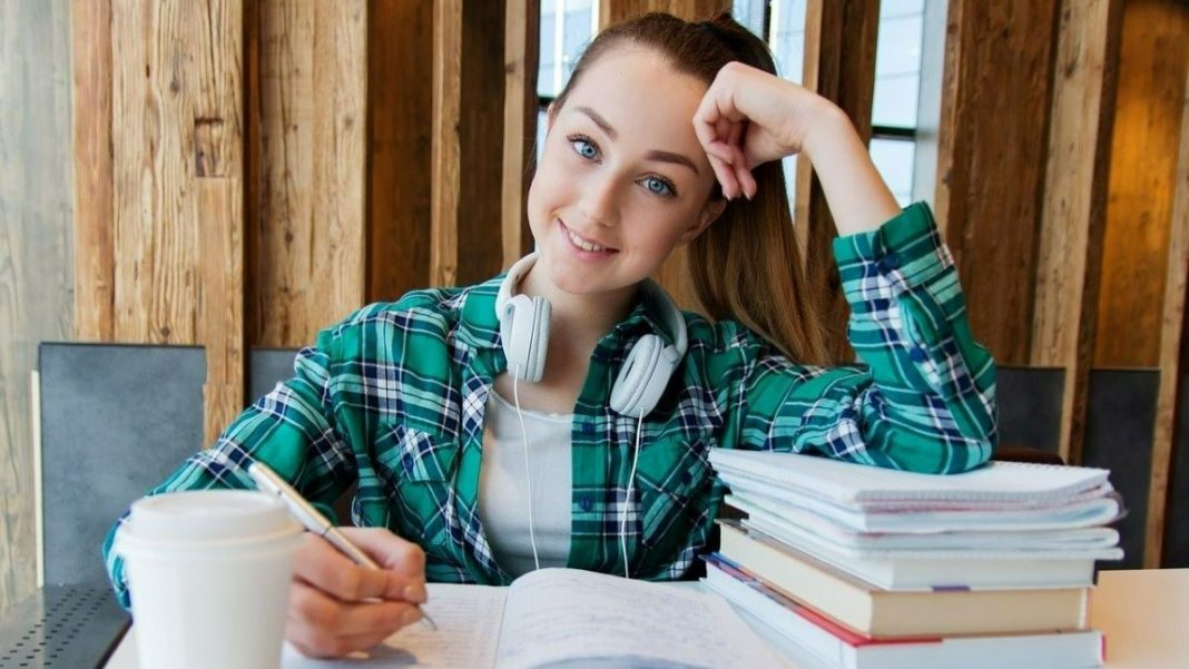 help students online - featured image